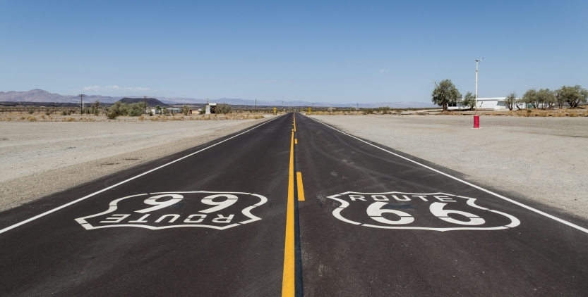 Amboy_(California,_USA),_Hist._Route_66_--_2012_--_1.jpg