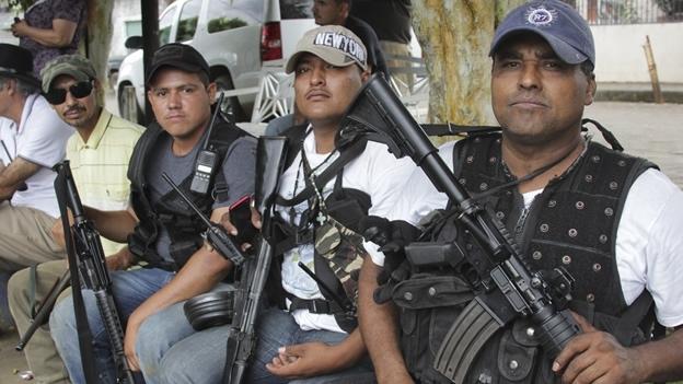 autodefensas-tancintaro-michoacan.jpg