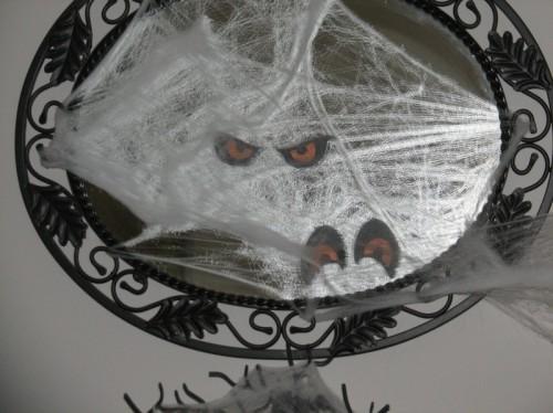 diy-wall-mirror-with-creepy-eyes-500x374